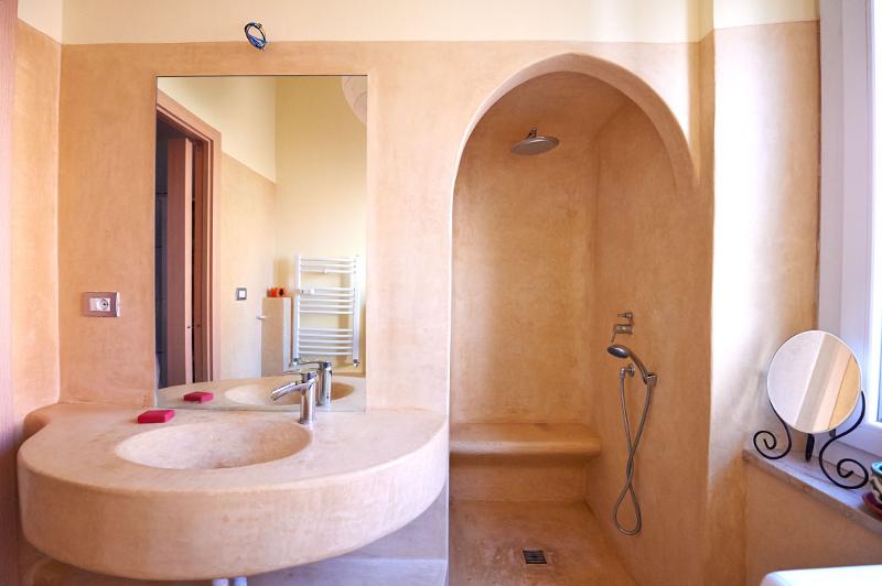 Tadelakt tradizionale doccia a filo pavimento un colpo d occhio