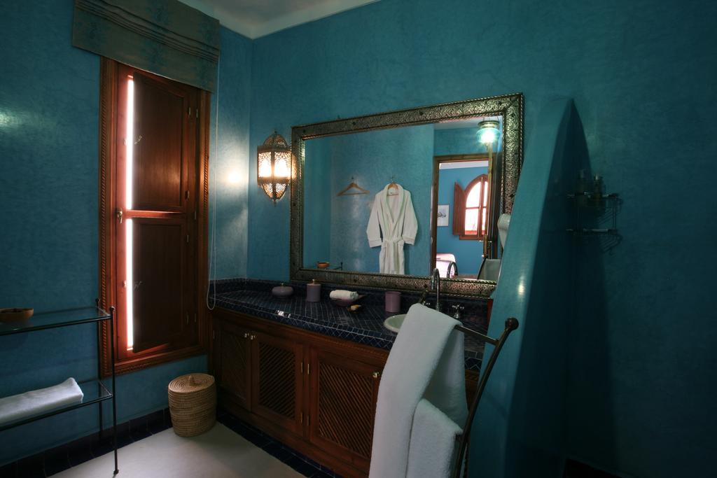 Bathroom in blue tadelakt