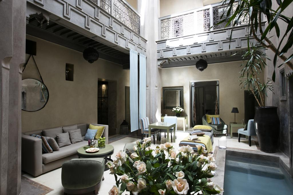 Riad Dar One cortile con piscina in tadelakt