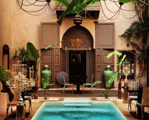 Riad noir ivorie piscina centrale