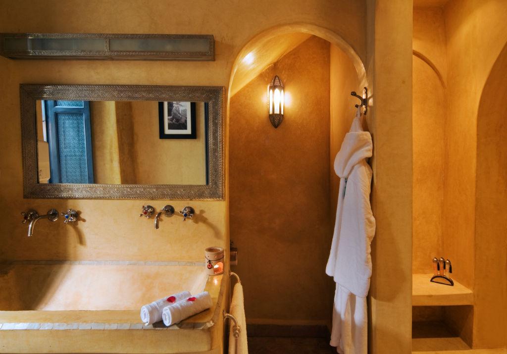 bagno completo con vano doccia in tadelakt