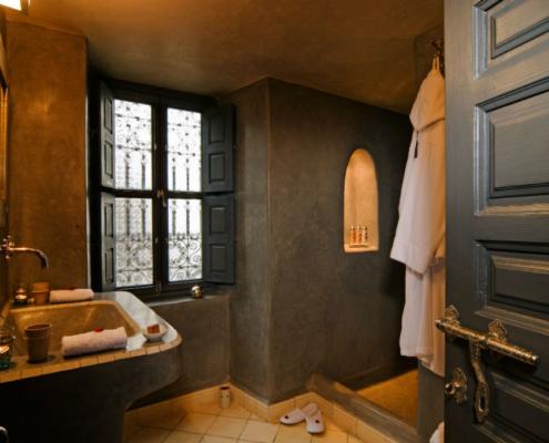 bagno completo in tadelakt grigio scuro