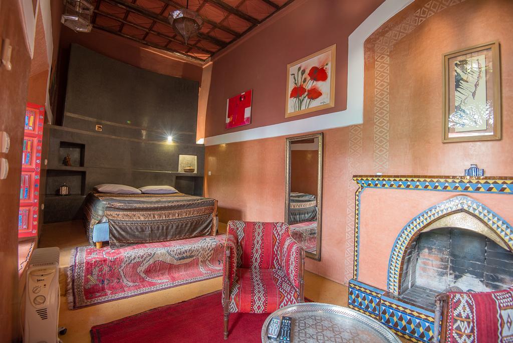 stanza da letto multicolor in tadelakt con rialzo
