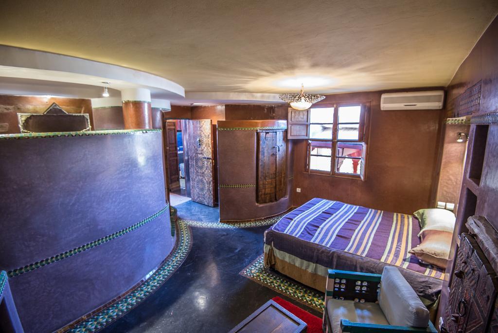 stanza da letto viola in tadelakt