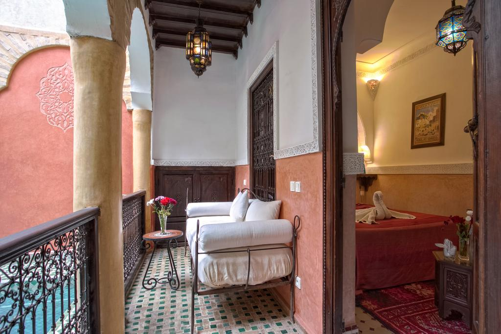 stanza in tadelakt con balconcino