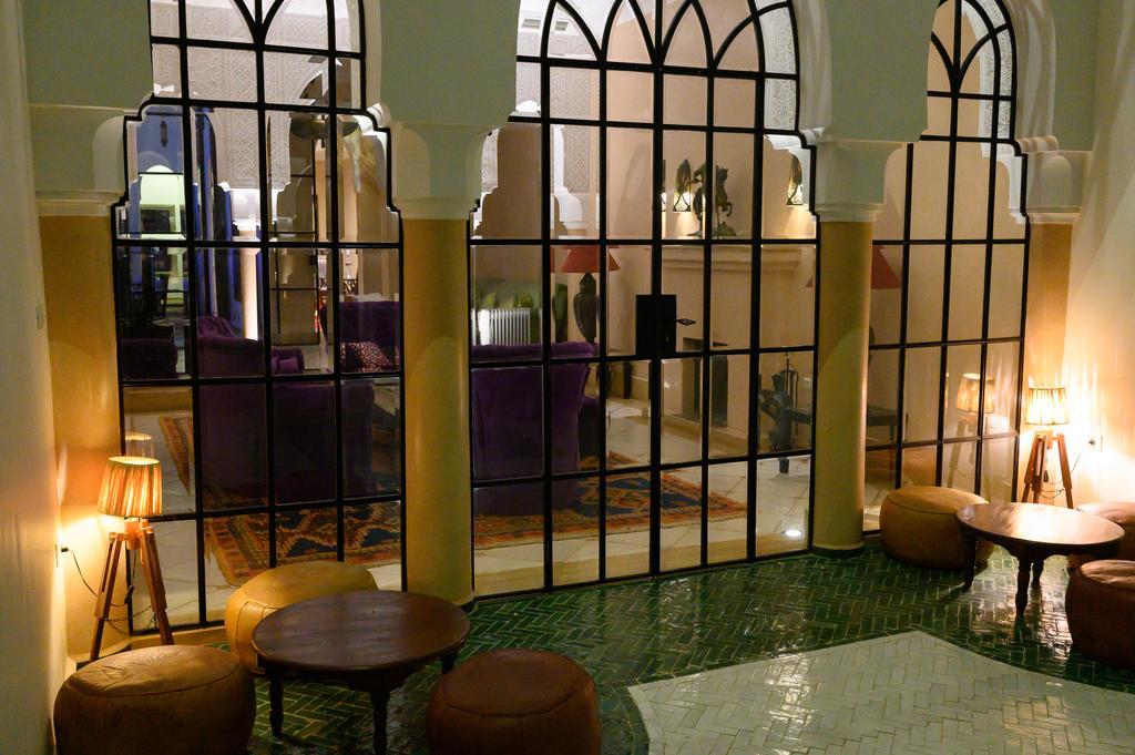 vetrata con colonne in tadelakt